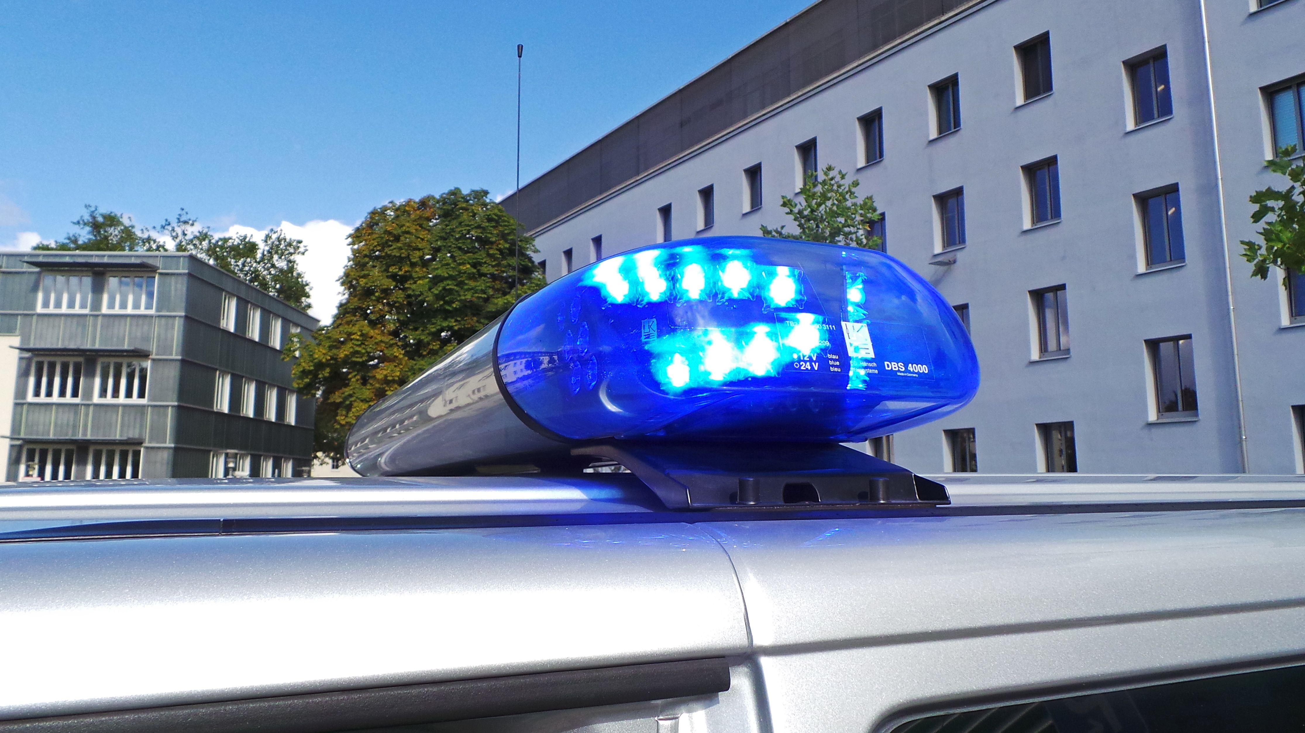 Polizei sucht nach dem flüchtigen Autofahrer