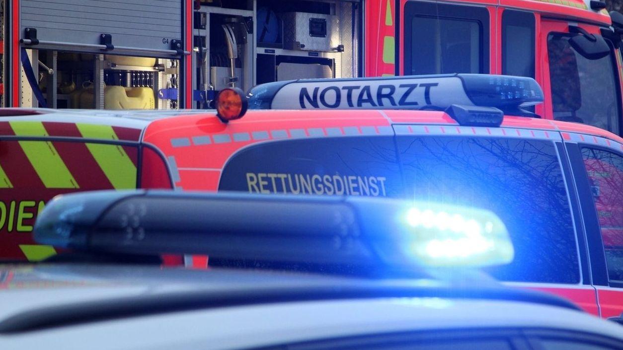 Feuerwehr, Notarzt und Polizei (Symbolbild)