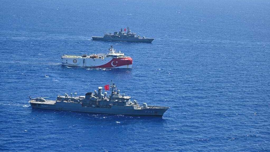 """Auf der Suche nach Rohstoffvorkommen stach im August das türkische Forschungsschiff """"Oruc Reis"""" von Militärschiffen begleitet in See."""