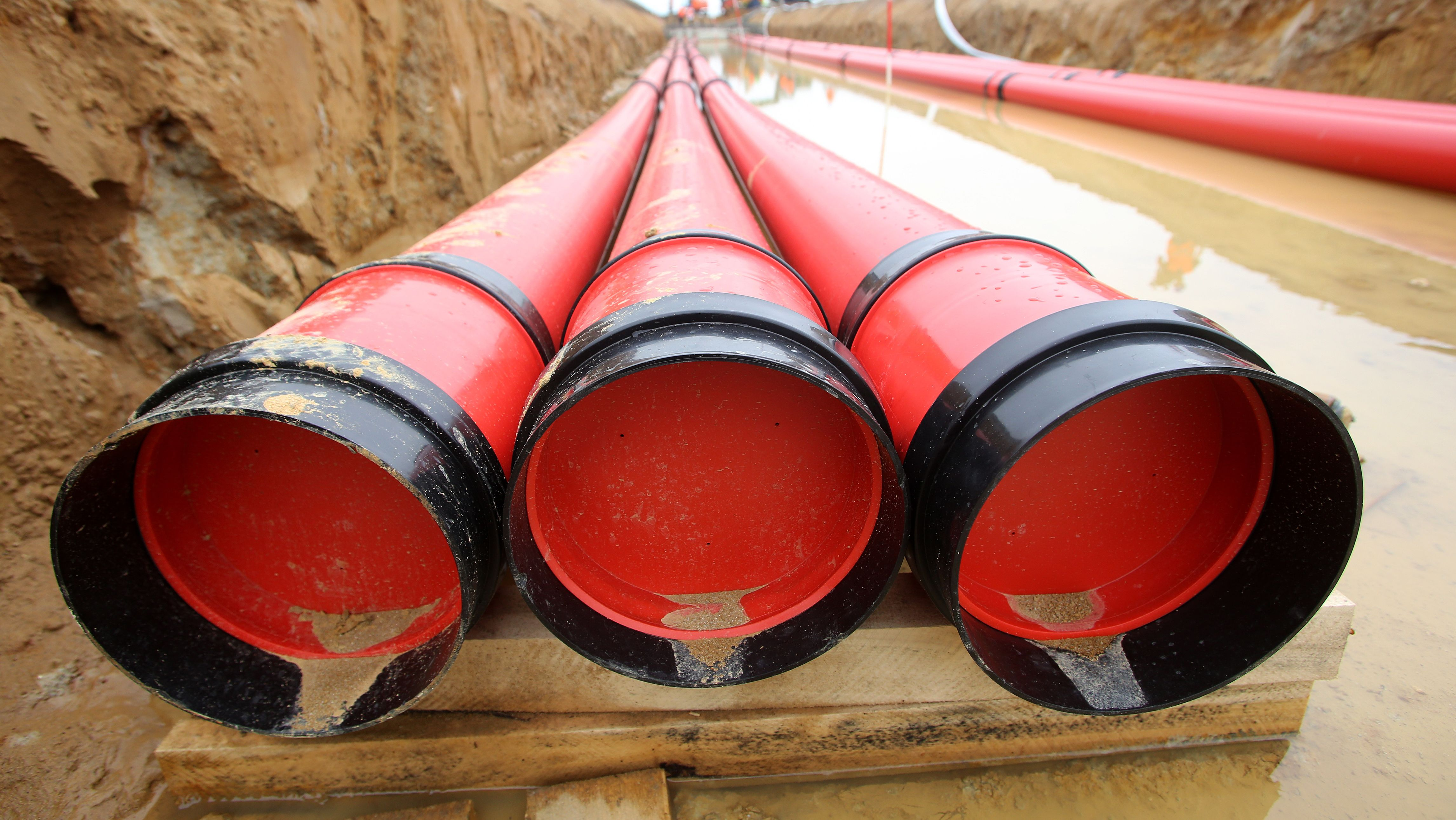 Rohre, in denen Erdkabel Strom transportieren sollen (Symbolbild)