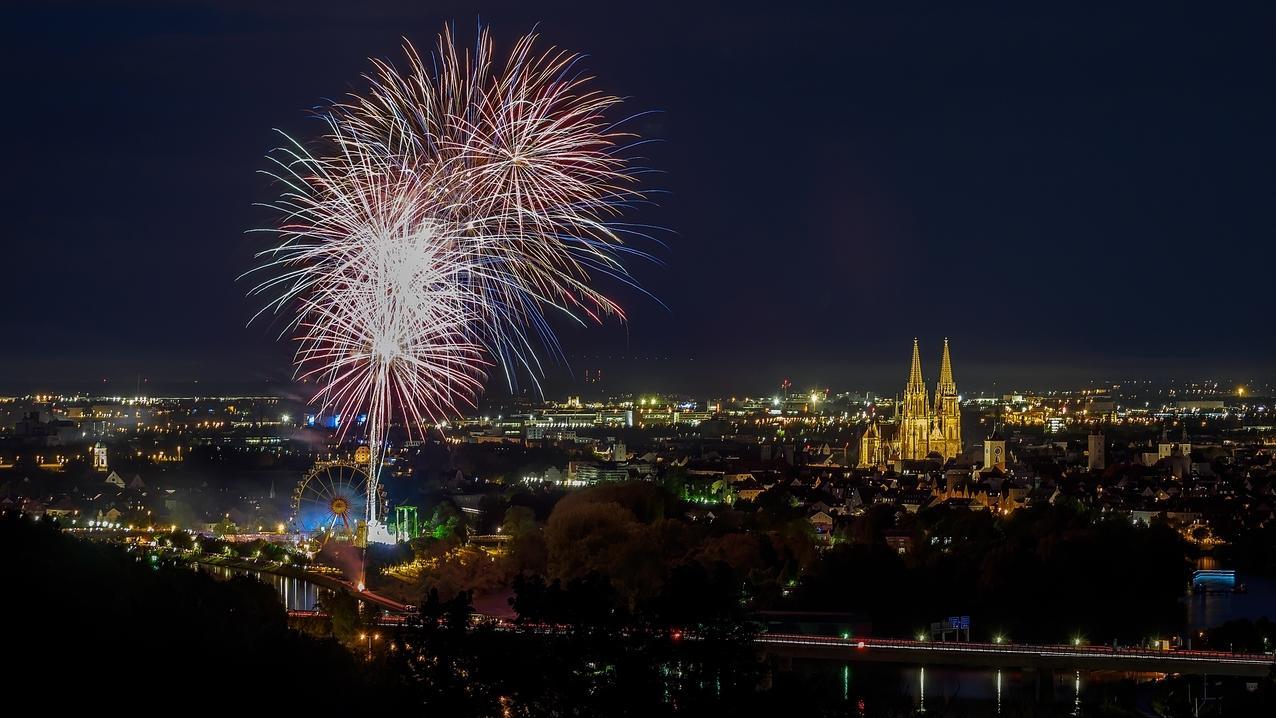 Feuerwerk über Regensburger Herbstdult