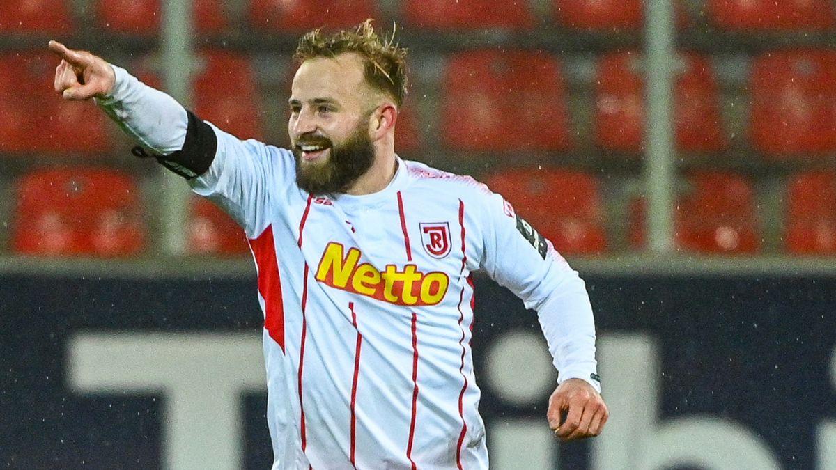 Jahn-Stürmer Jan-Marc Schneider kam nach einer Verletzung im Spiel gegen Fürth zu einem Kurz-Comeback