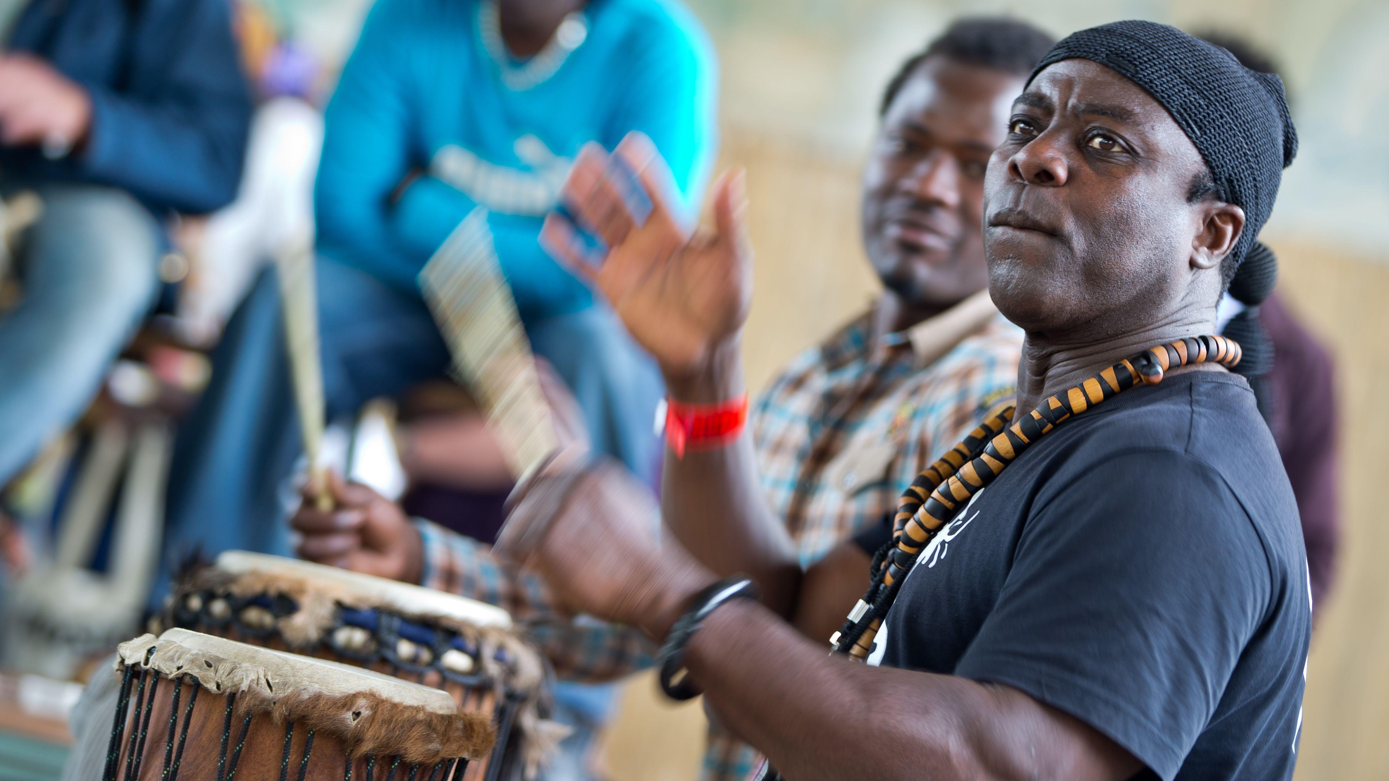 Musiker beim Africa Festival in Würzburg