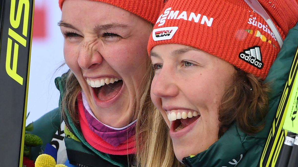 Die Biathletinnen Denise Herrmann (links) und Laura Dahlmeier in der vergangenen Saison
