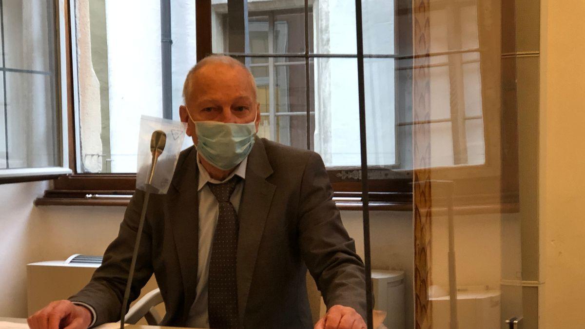 Alfred Schiller vor dem Verwaltungsgericht Regensburg