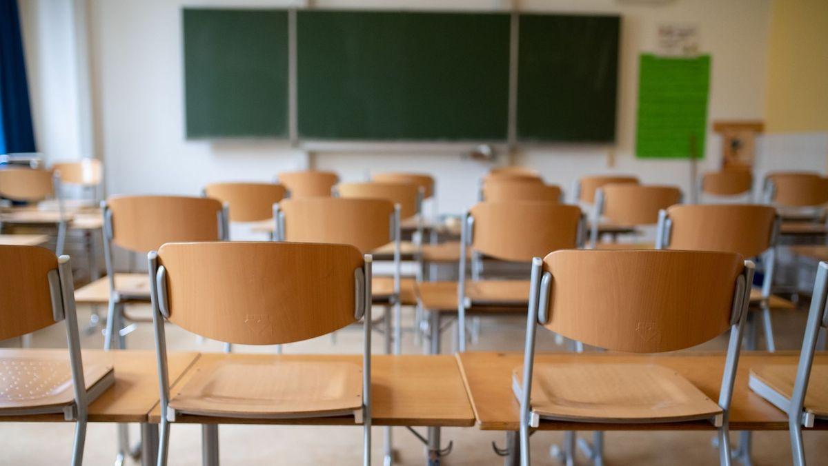 Klassenzimmer ohne Schüler