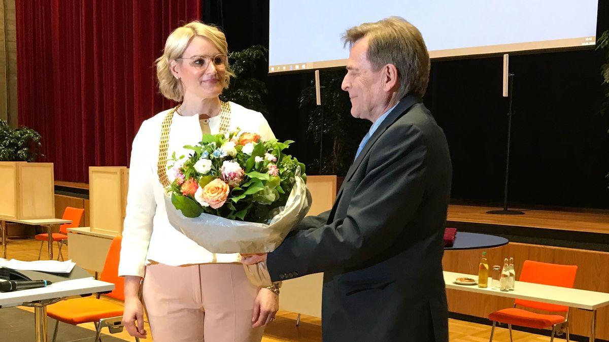 Eva Weber (CSU) bei ihrer Vereidigung als Augsburger Oberbürgermeisterin