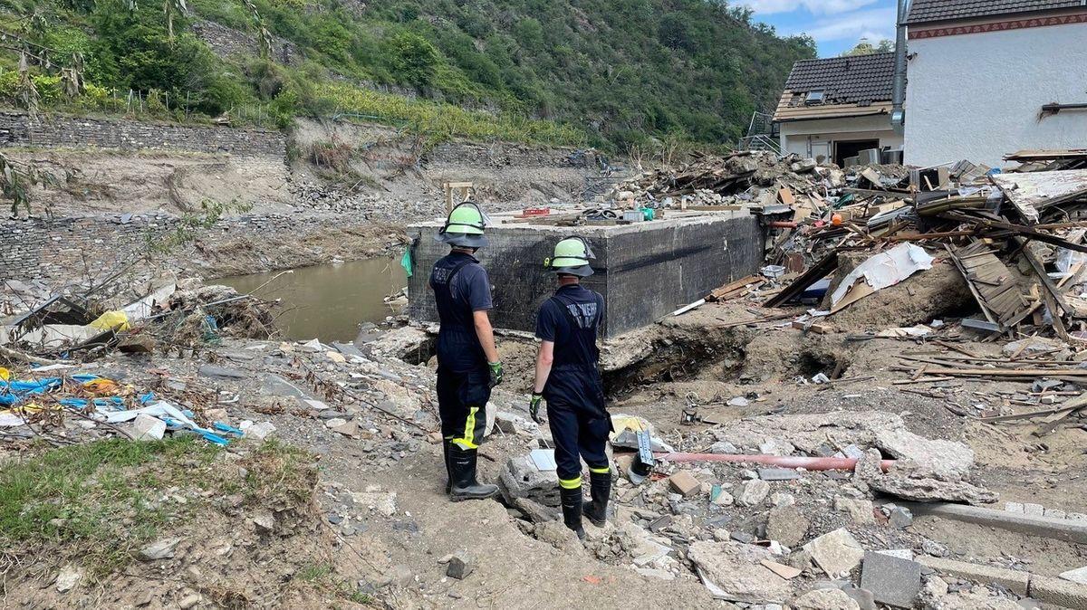 Die Volkacher Feuerwehr hilft nach den Überschwemmungen in Altenahr unter schwierigen Bedingungen.
