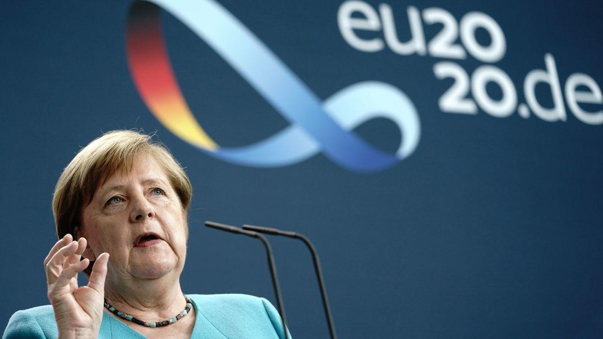 Bundeskanzlerin Angela Merkel bei einer Rede nach der Übernahme der EU-Ratspräsidentschaft.