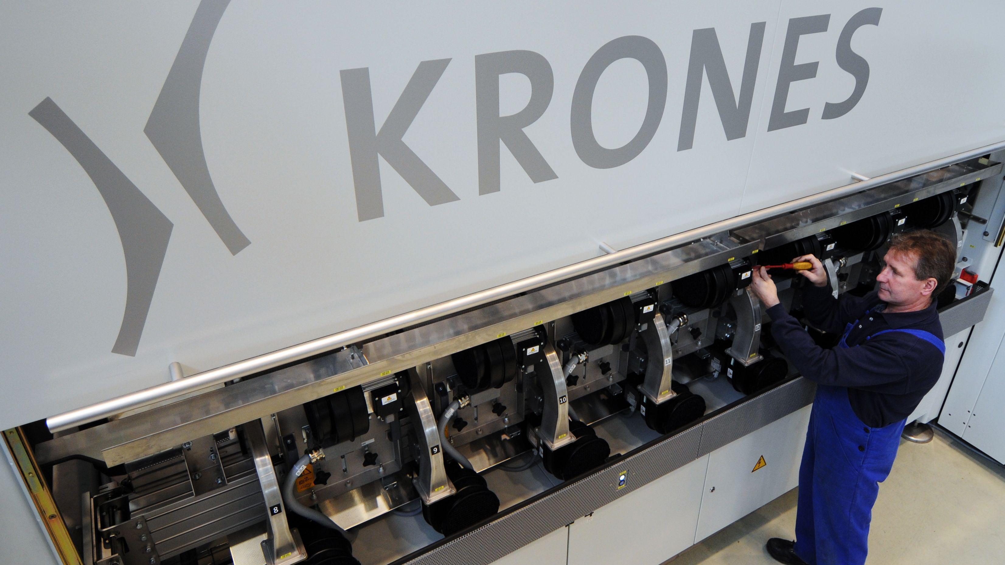 Die Krones AG aus Neutraubling, der weltgrößte Hersteller von Getränke-Abfüllanlagen, streicht seine Gewinnprognose um die Hälfte zusammen.