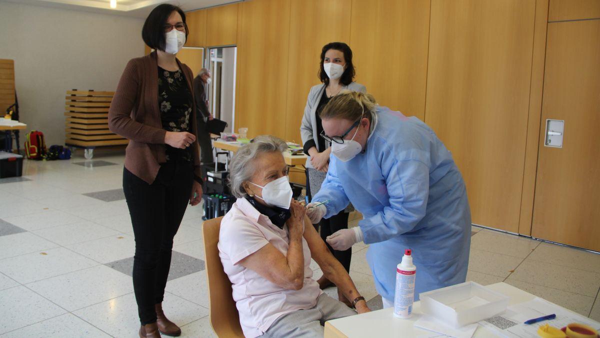 Bürger im Landkreis Augsburg können sich zum Teil auch in ihrer Gemeinde impfen lassen