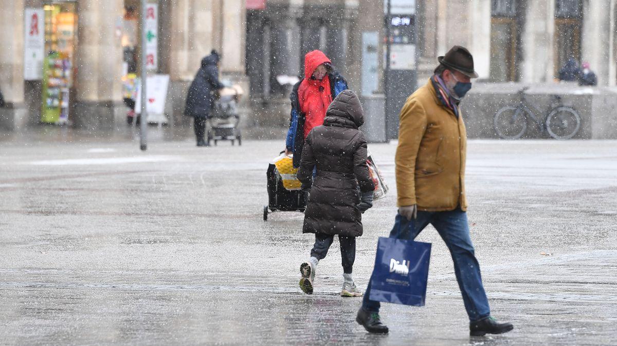 Passanten auf dem Münchner Marienplatz