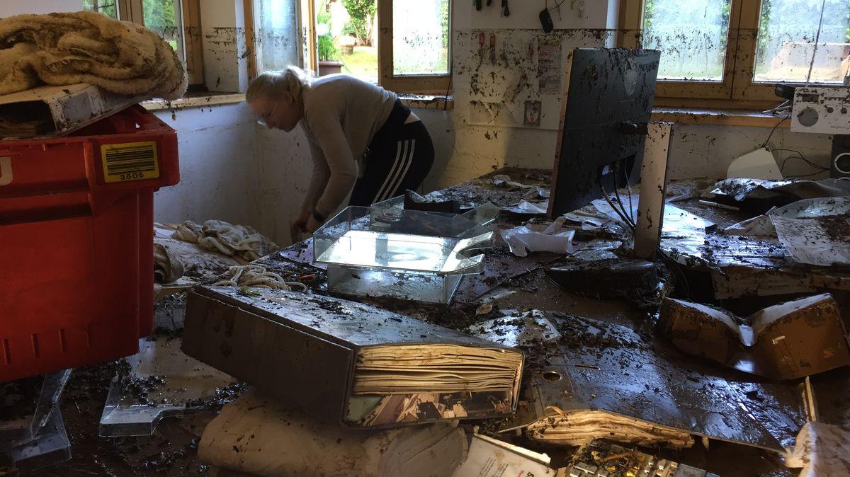 Das Büro dieser Schreinerei in Bodenmais stand nach dem Unwetter unter Wasser.