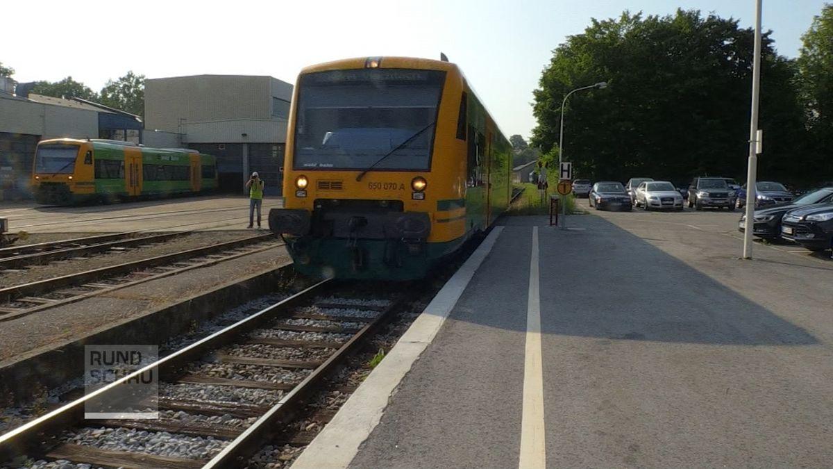 Waldbahn in Bahnhof