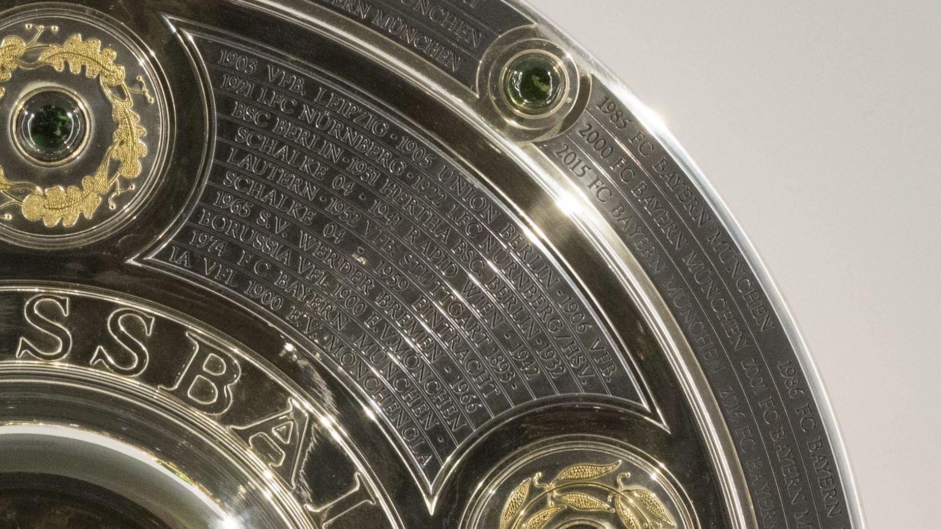 Meisterschale mit der Eingravierung 1922: 1. FC Nürnberg/HSV.