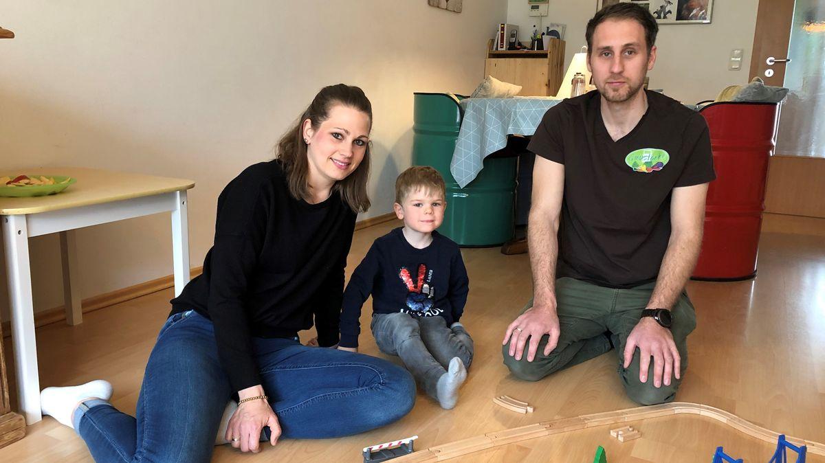 Kathrina und Sebastian Trautner mit ihrem Sohn Tim aus Ansbach