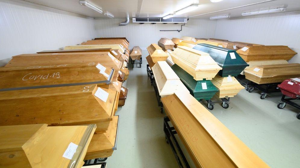 Särge im Krematorium Dresden-Tolkewitz | Bild:dpa