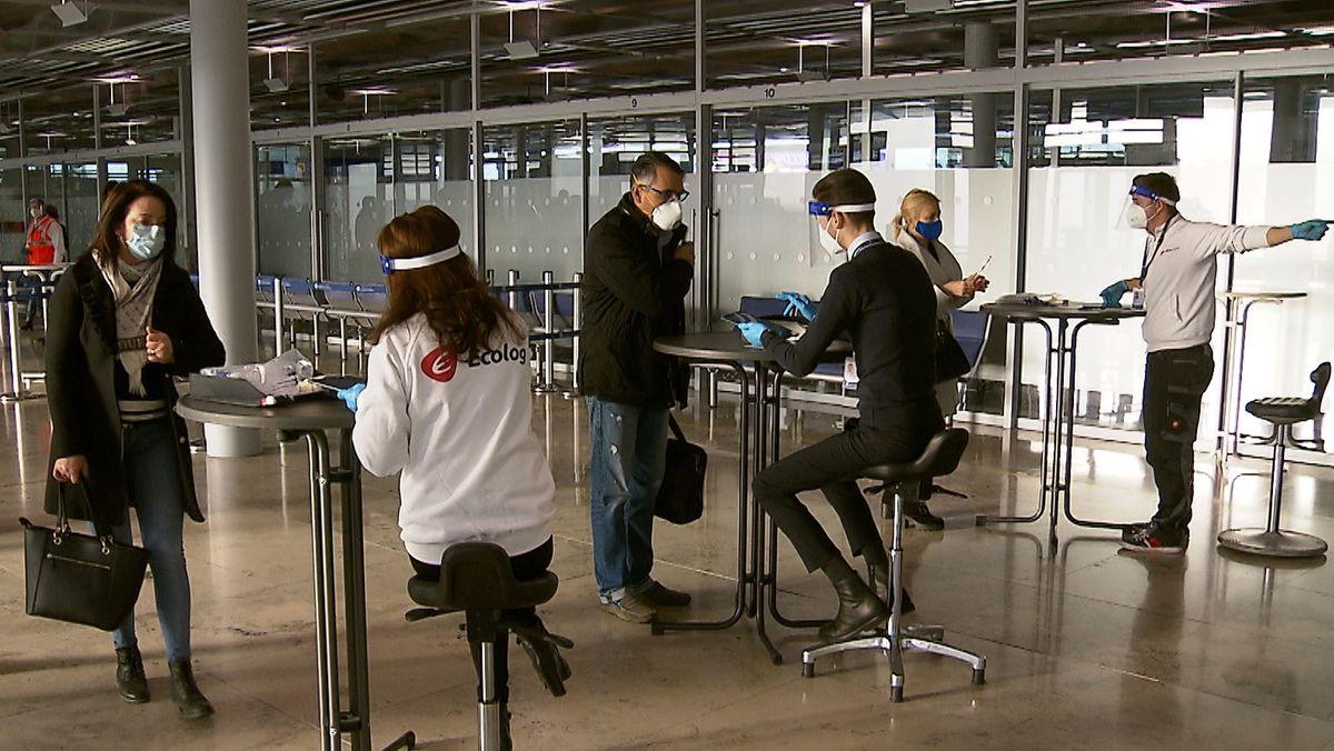 Kontrollen von Reiserückkehrern am Flughafen Nürnberg