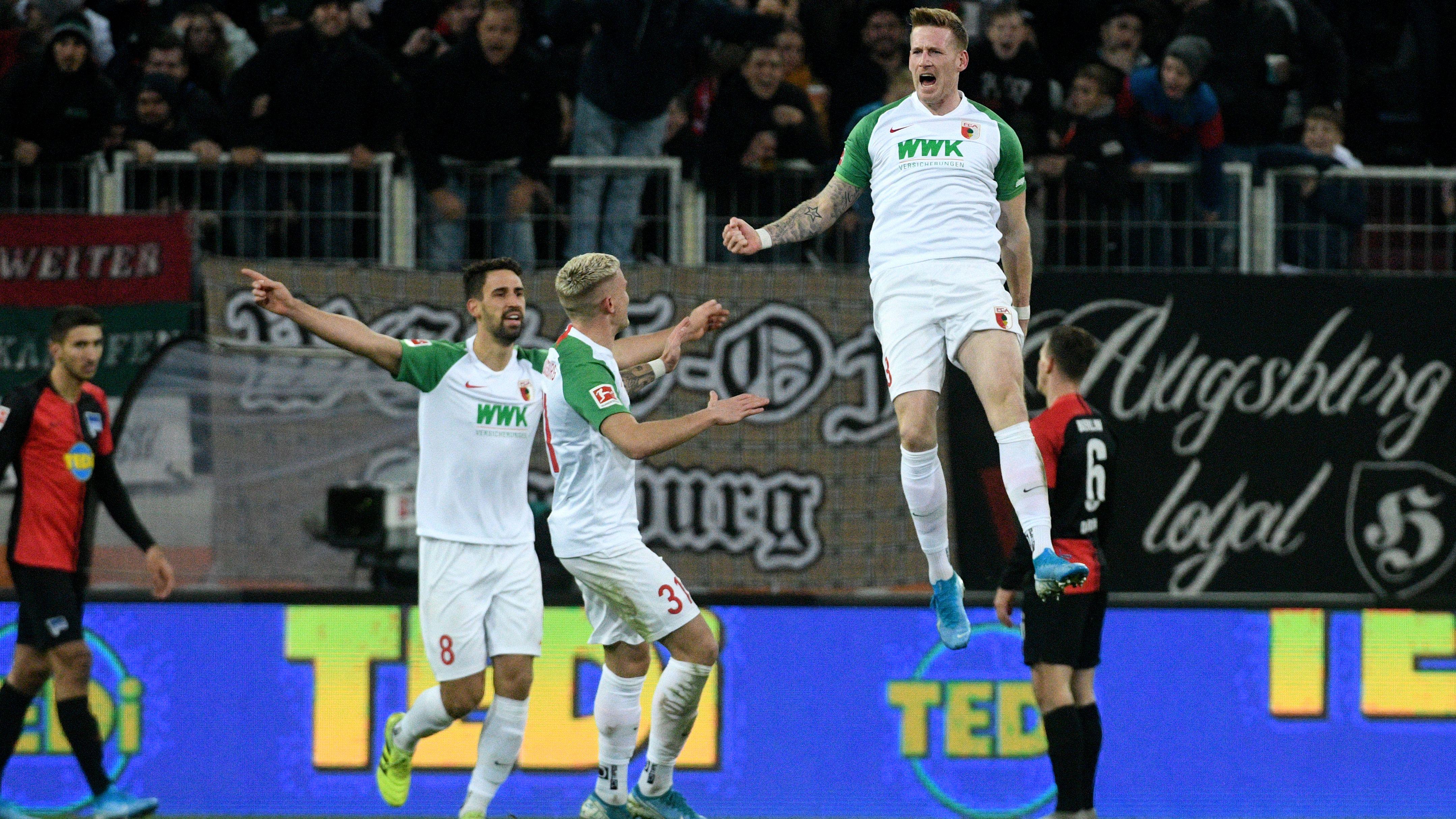 FC Augsburg: André Hahn jubelt nach seinem Tor zum 3:0