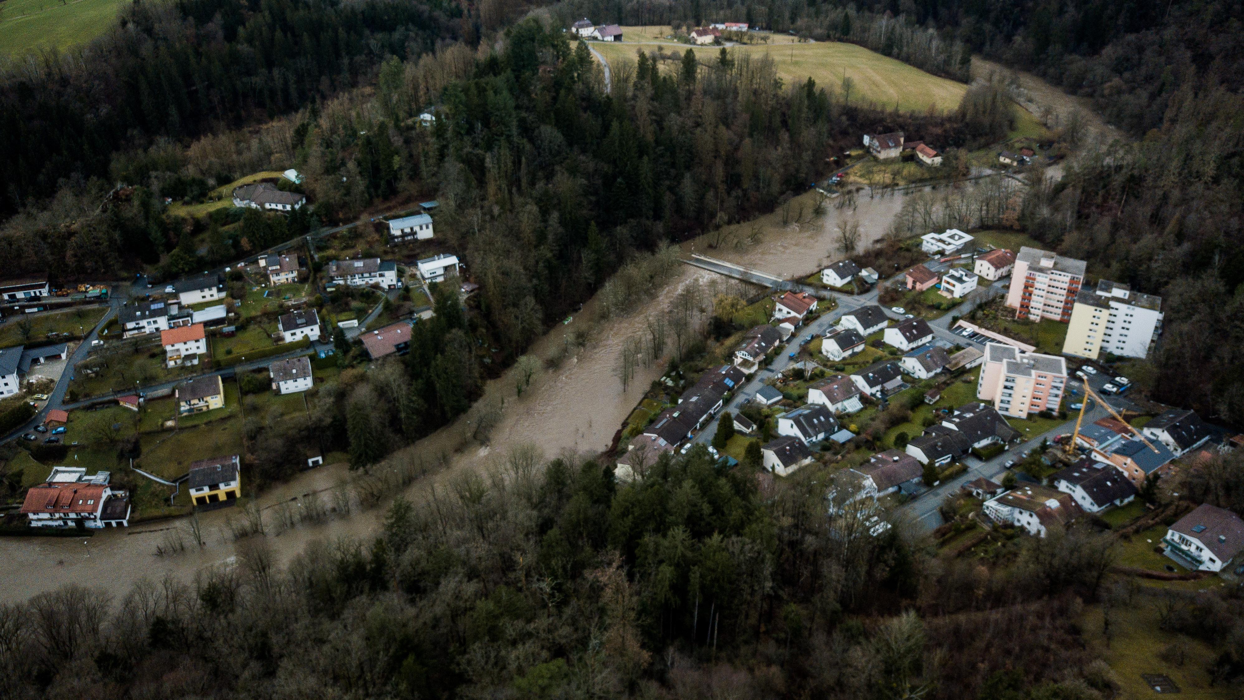 Der Passauer Stadtteil Hals von oben. Die Ilz war bedrohlich über die Ufer getreten