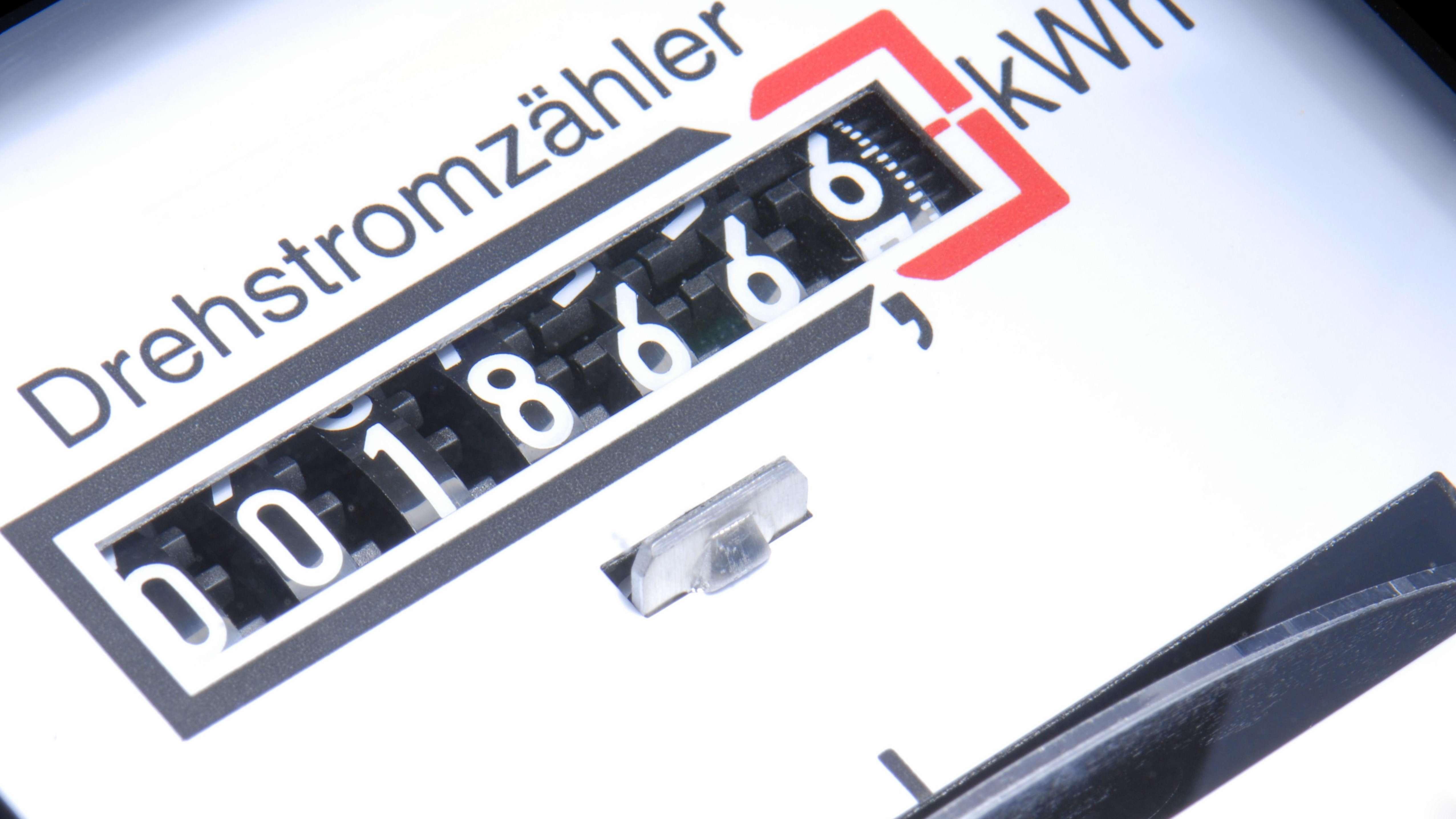 Symbolbild für Strompreise: Ein Stromzähler