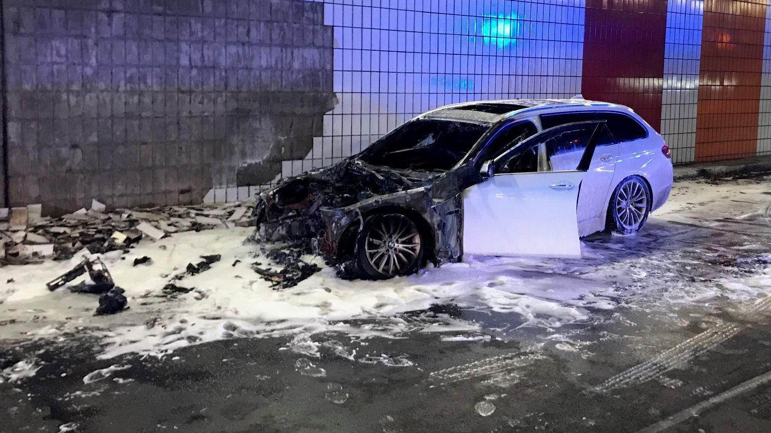 Auto, das im Landshuter-Allee-Tunnel gebrannt hat