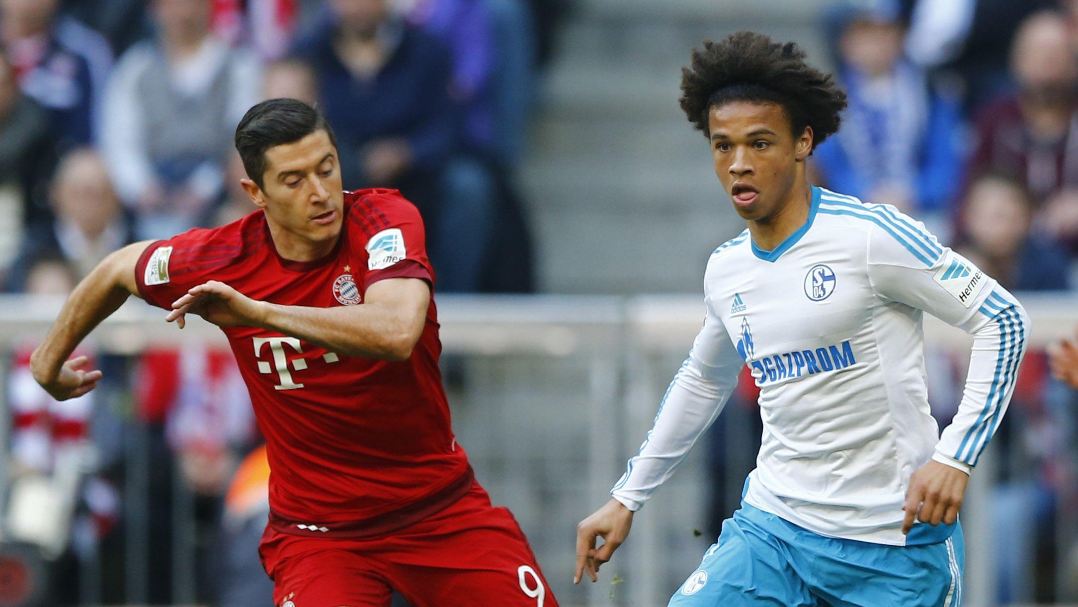 Robert Lewandowski (links) und Leroy Sané in einem Bundesligaspiel 2016 (Archivbild)