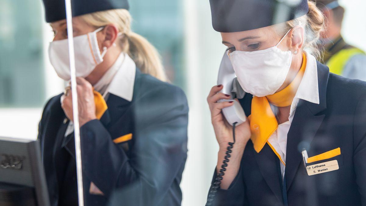 Lufthansa-Mitarbeiterinnen