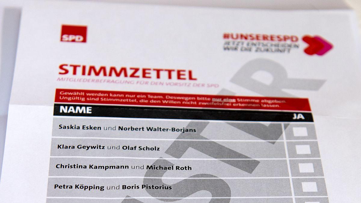 Neben klassischen Papierzetteln nutzt die SPD erstmals auch ein gleichwertiges Online-Verfahren. Das sorgt nun für Kritik.