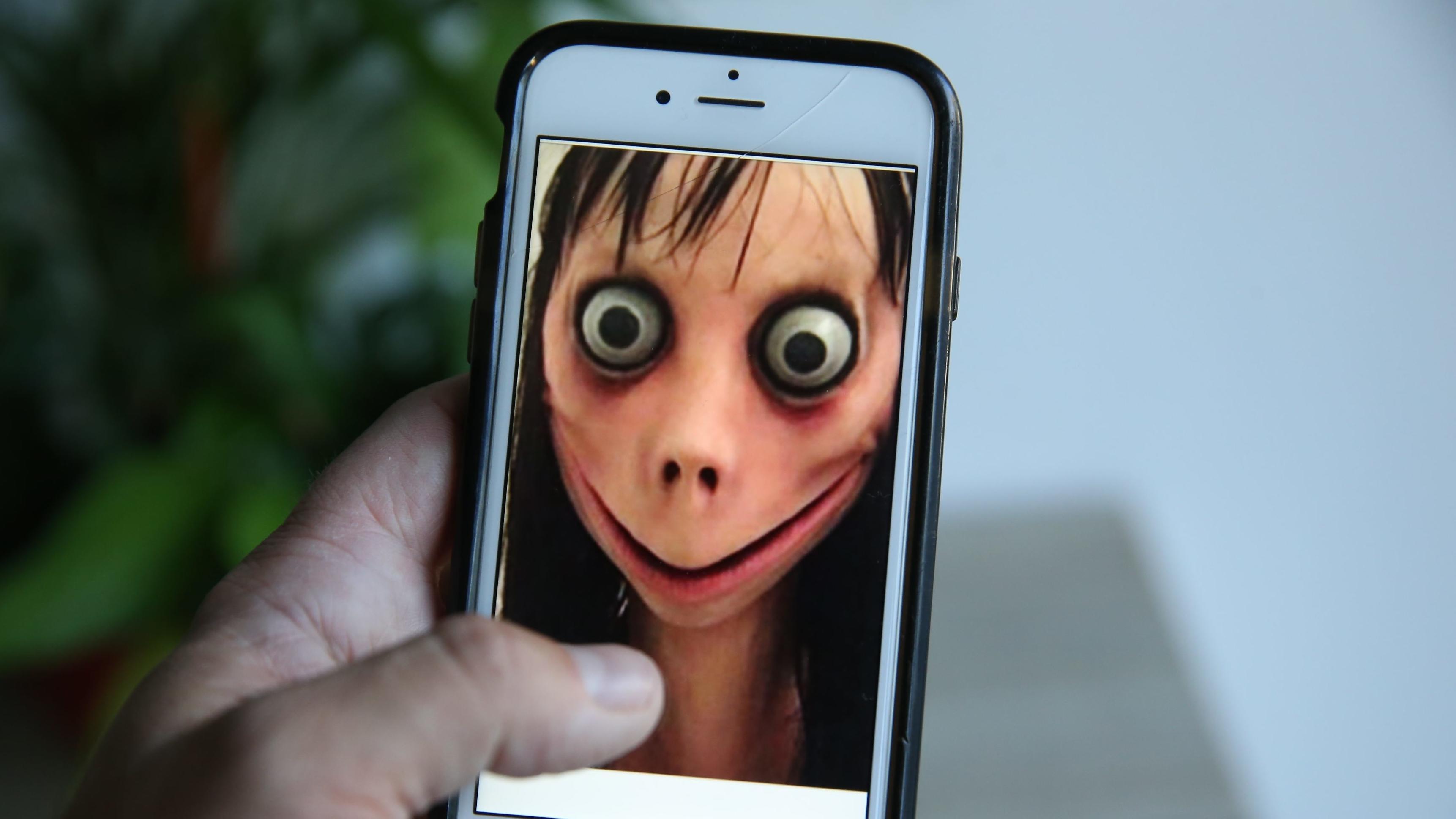 Handy mit Momo-Gesicht