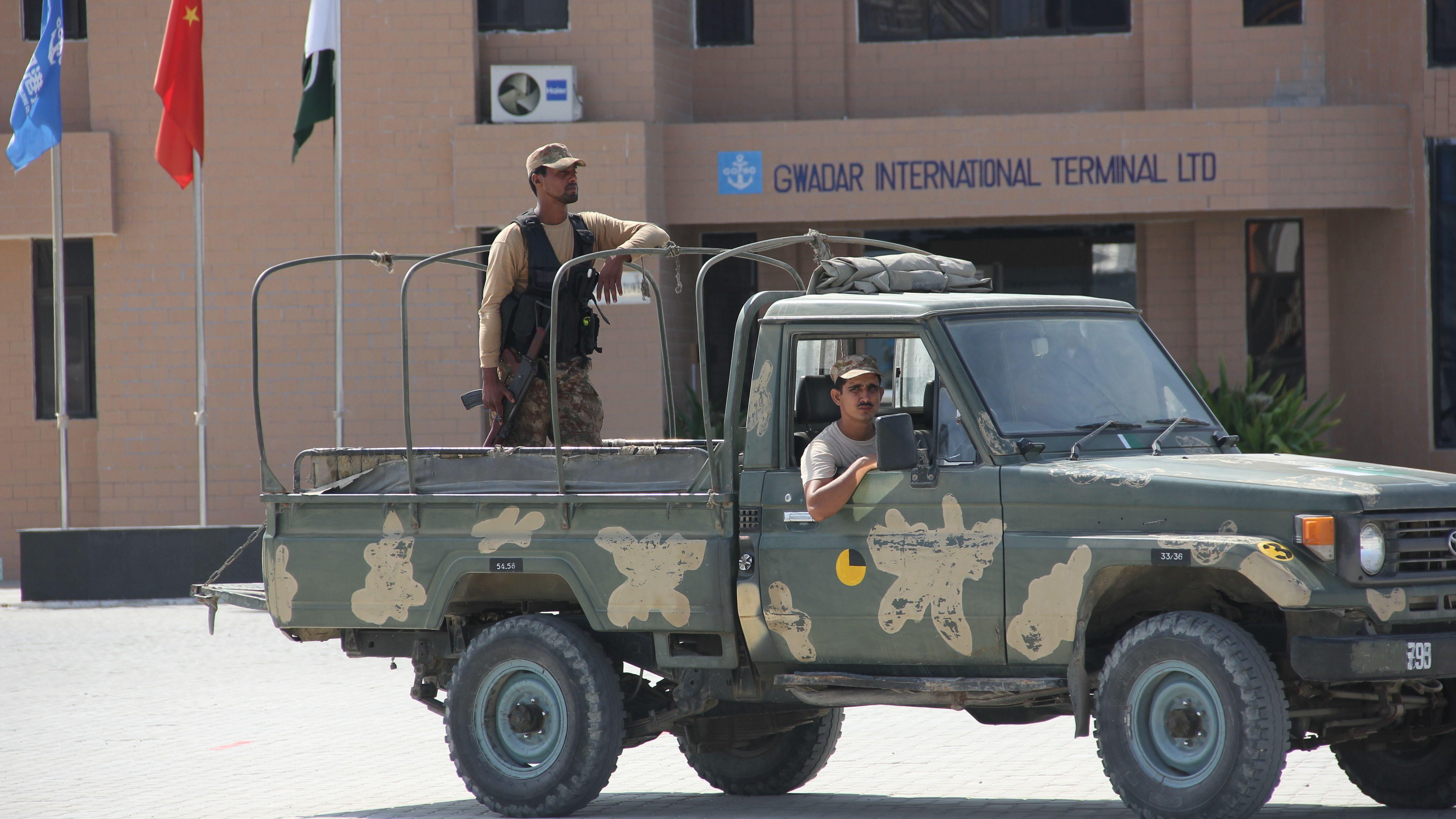 Pakistanisches Militär im Hafen von Gwadar