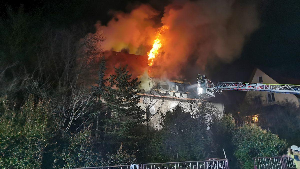 Brand eines Einfamilienhauses in Burglengenfeld im Kreis Schwandorf.