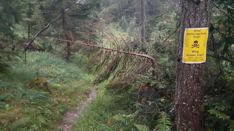Ende im Gelände: So endet der Weg am Poschberg neuerdings.