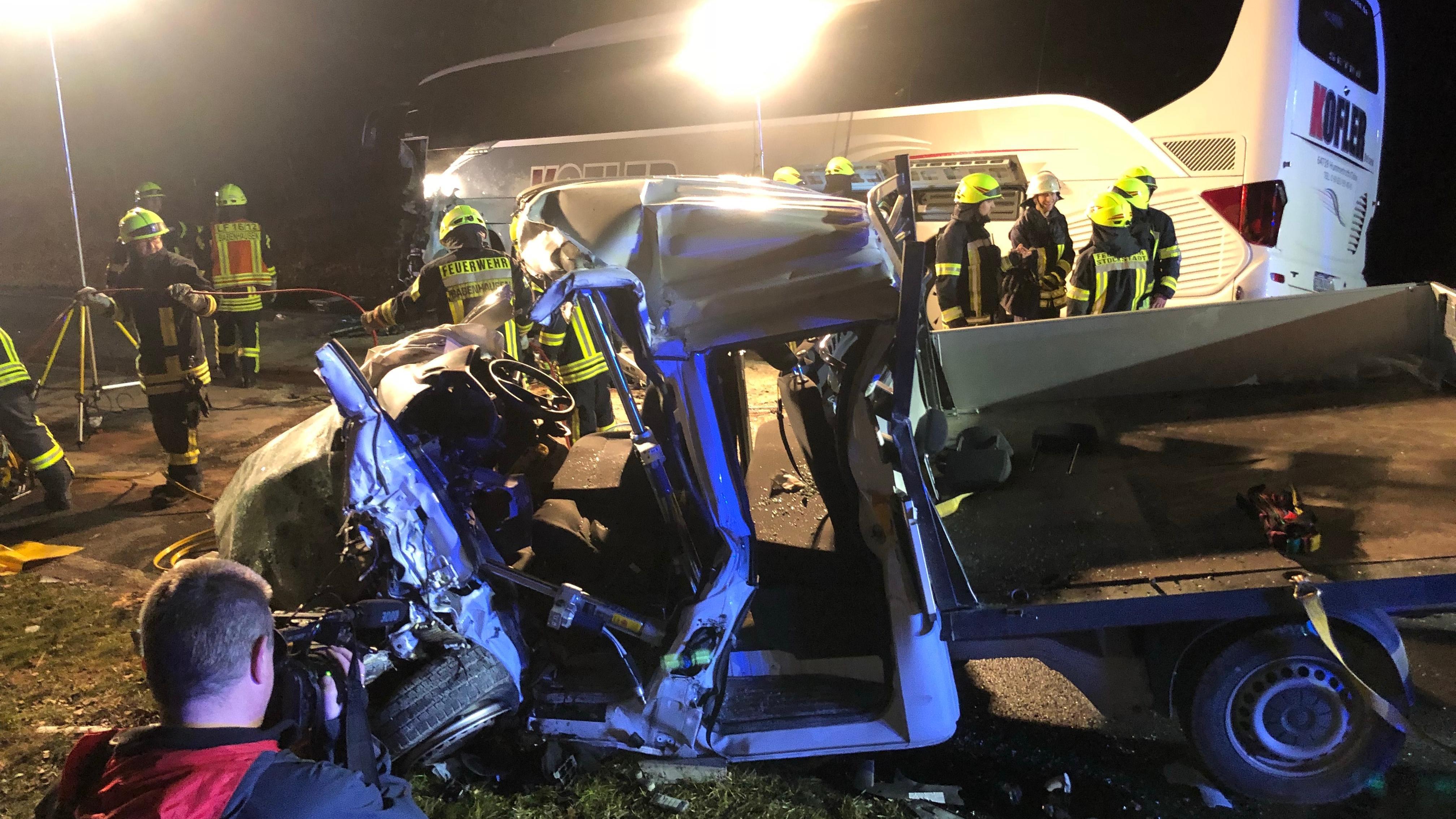 Mehrere Verletzte nach Unfall mit Reisebus in Unterfranken