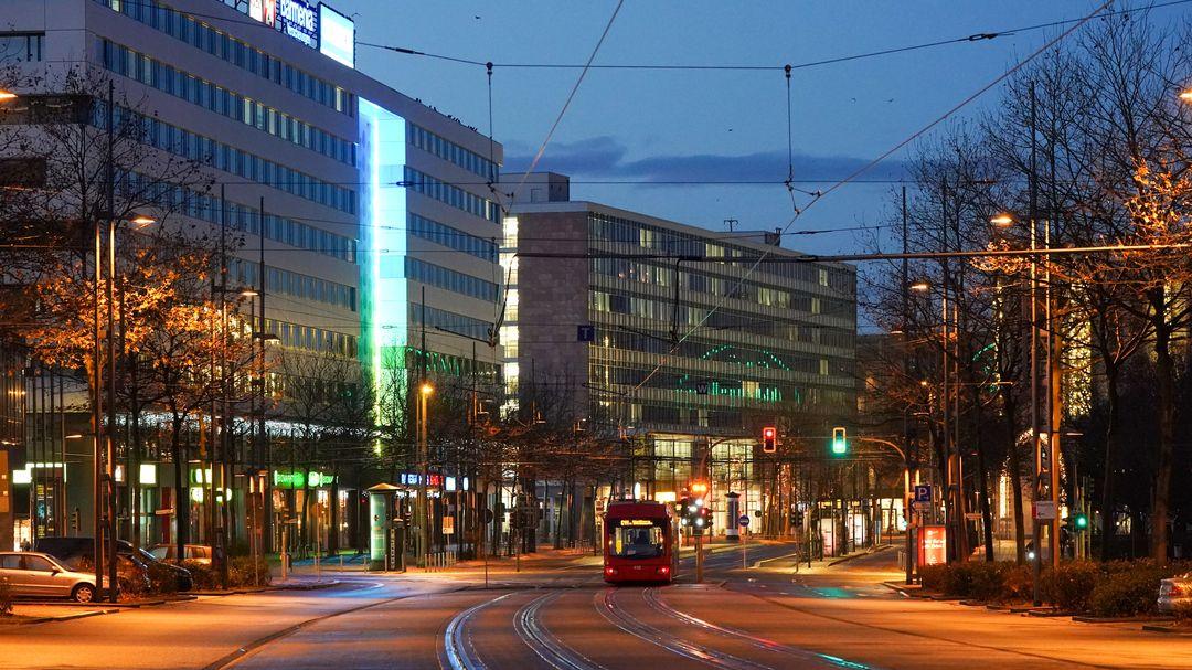 Blick auf eine Straßenbahntrasse