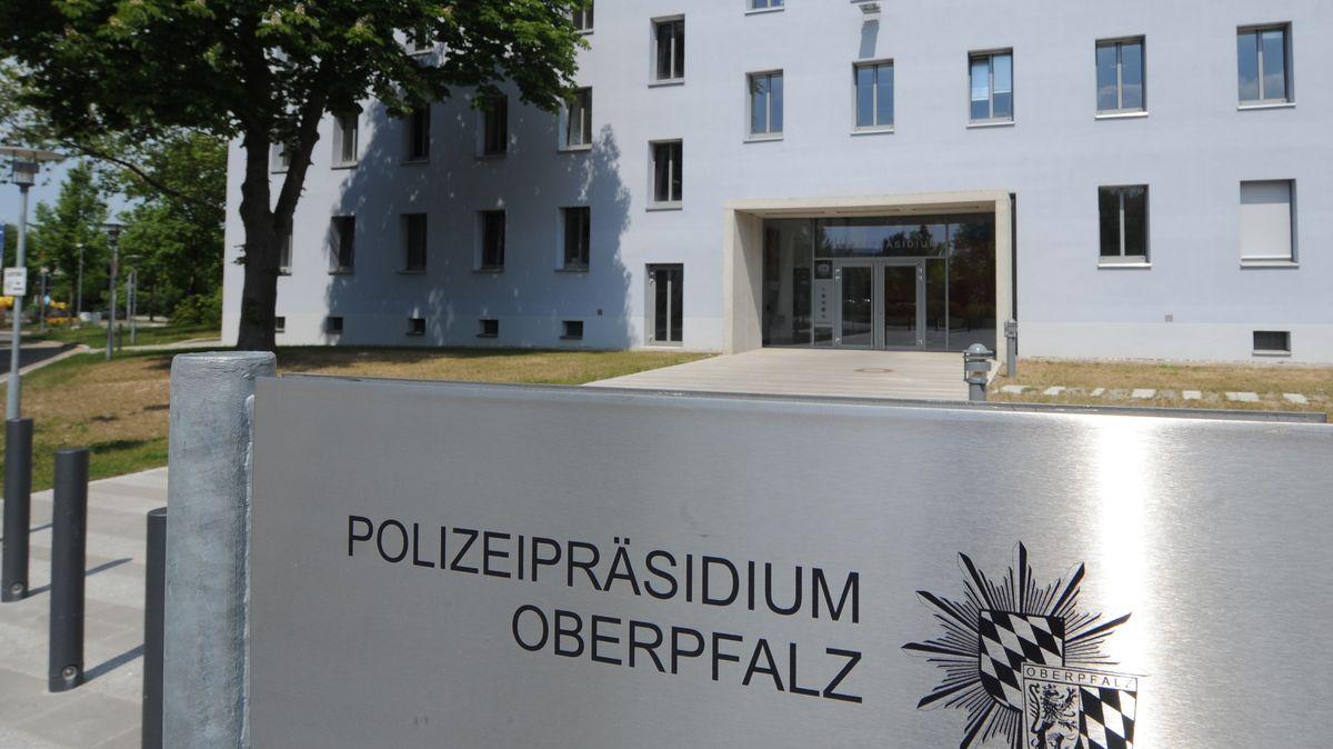 Schild Polizeipräsidium Oberpfalz in Regensburg.