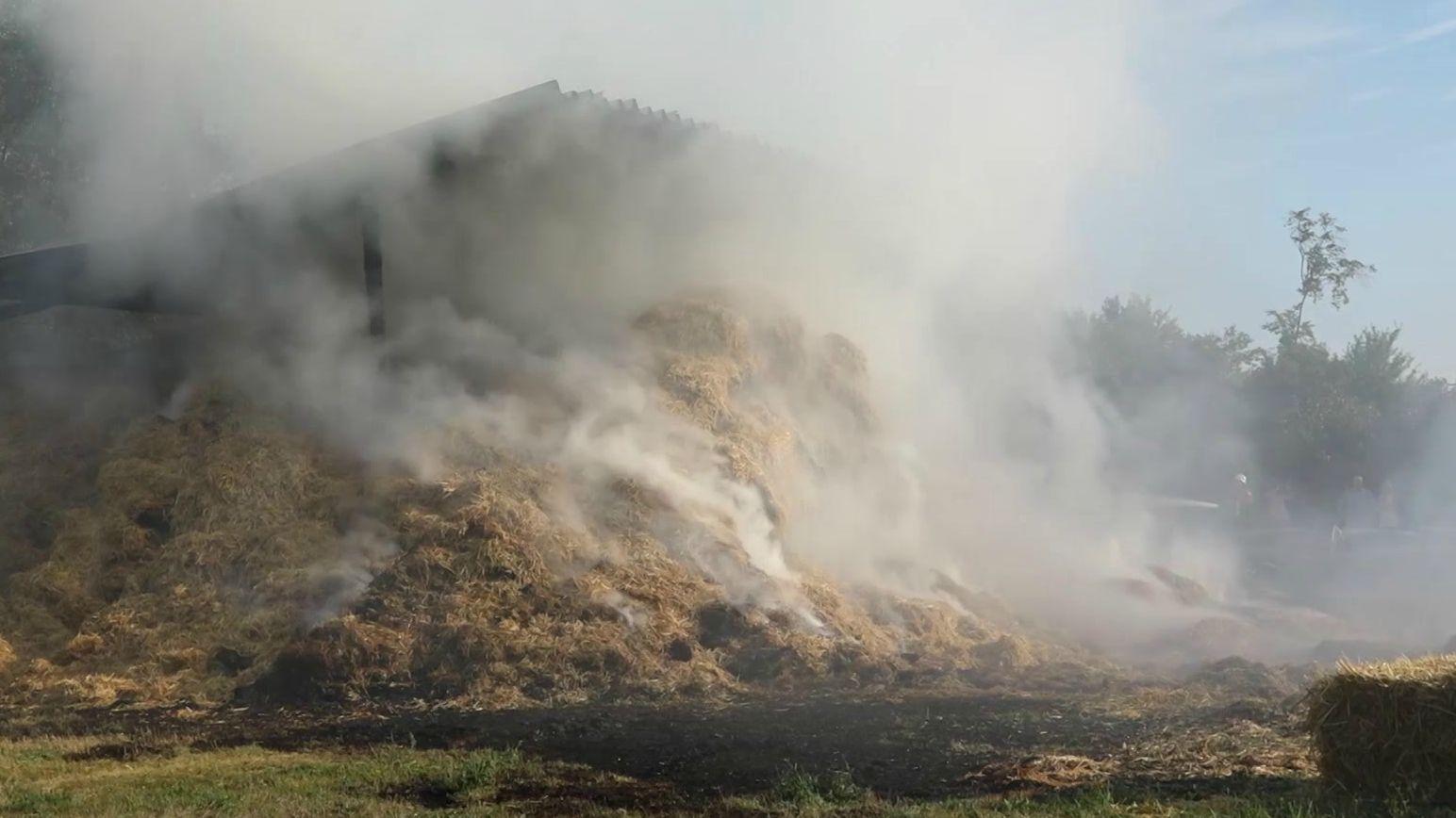 Scheunenbrand in Heilsbronn. Brandursache ist noch unklar.