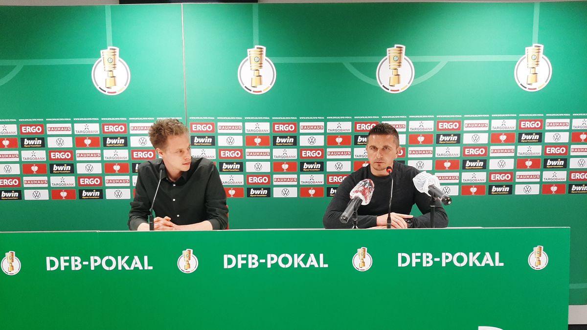 Jahn-Trainer Mersad Selimbegovic bei der Pressekonferenz vor dem DFB-Pokal-Viertelfinale gegen Werder Bremen