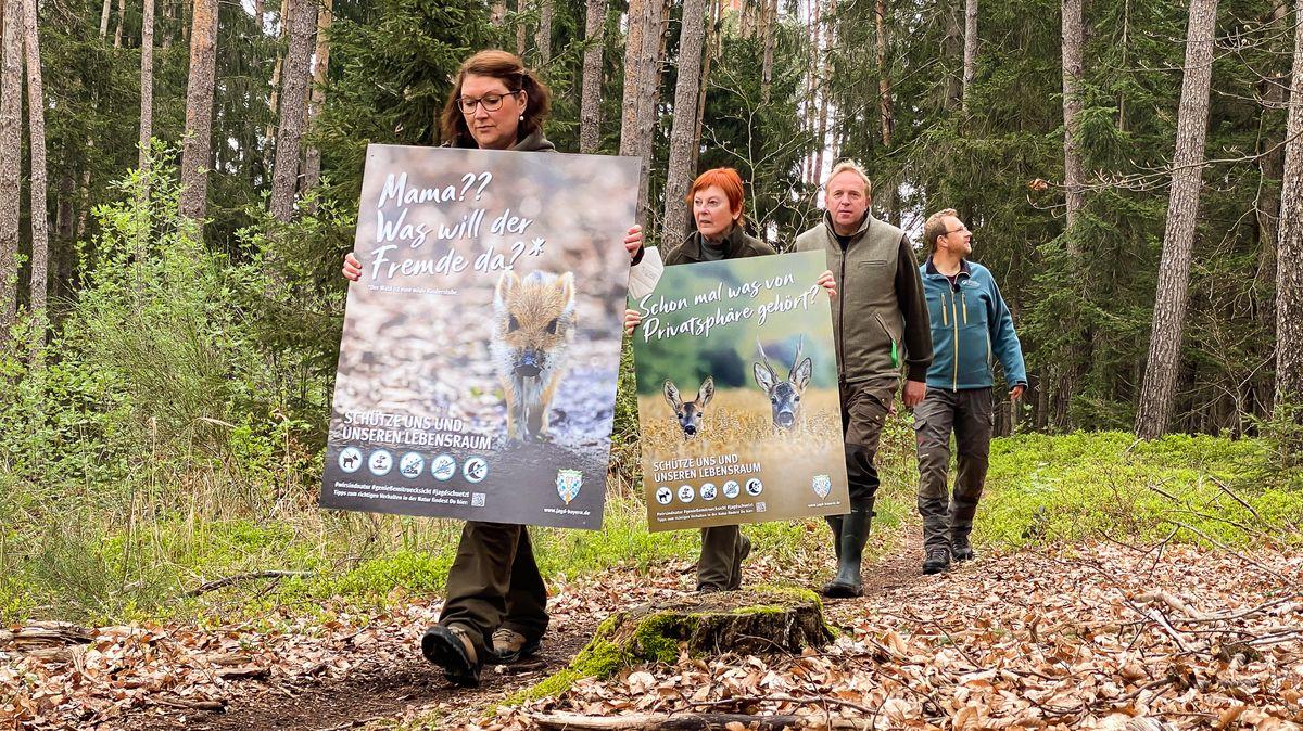 Vertreter des Bayerischen Jagdverbands und der Staatsforsten auf einem Mountainbike-Trail