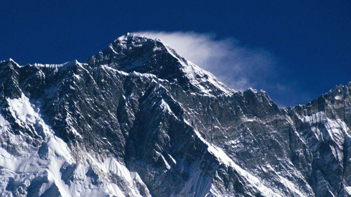 Ein Jetstream fegt über den Mount Everest hinweg.