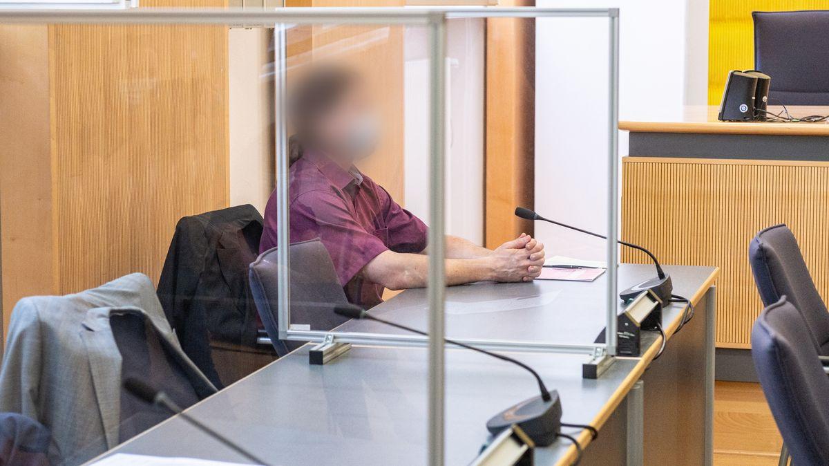 Der Angeklagte im Prozess um die mutmaßliche Ermordung von Maria Baumer.