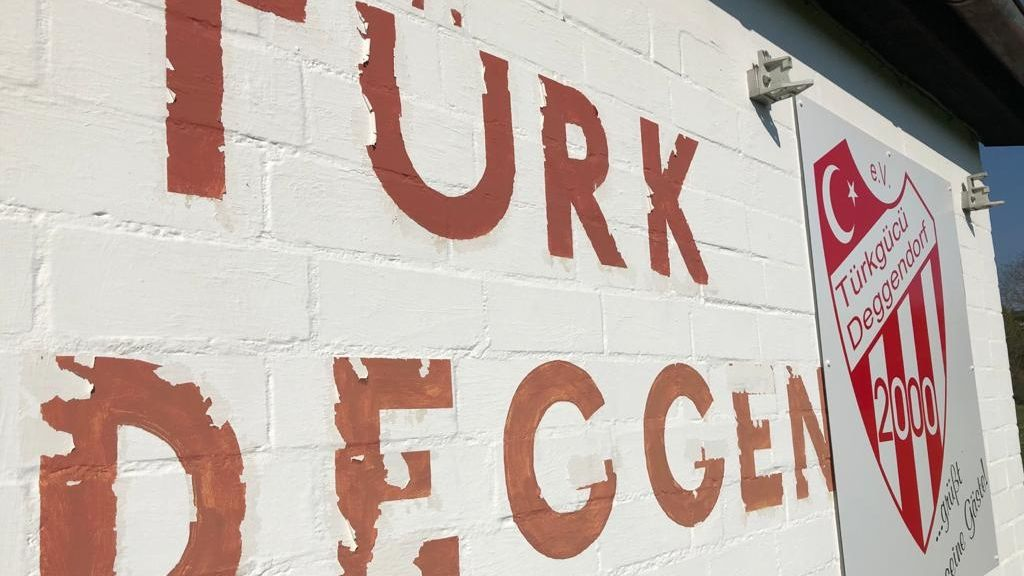 Der Deggendorfer Fußballverein Türkgücü will die spielfreie Zeit nutzen, um Solidarität mit den Deggendorfer Bürgern zu zeigen.