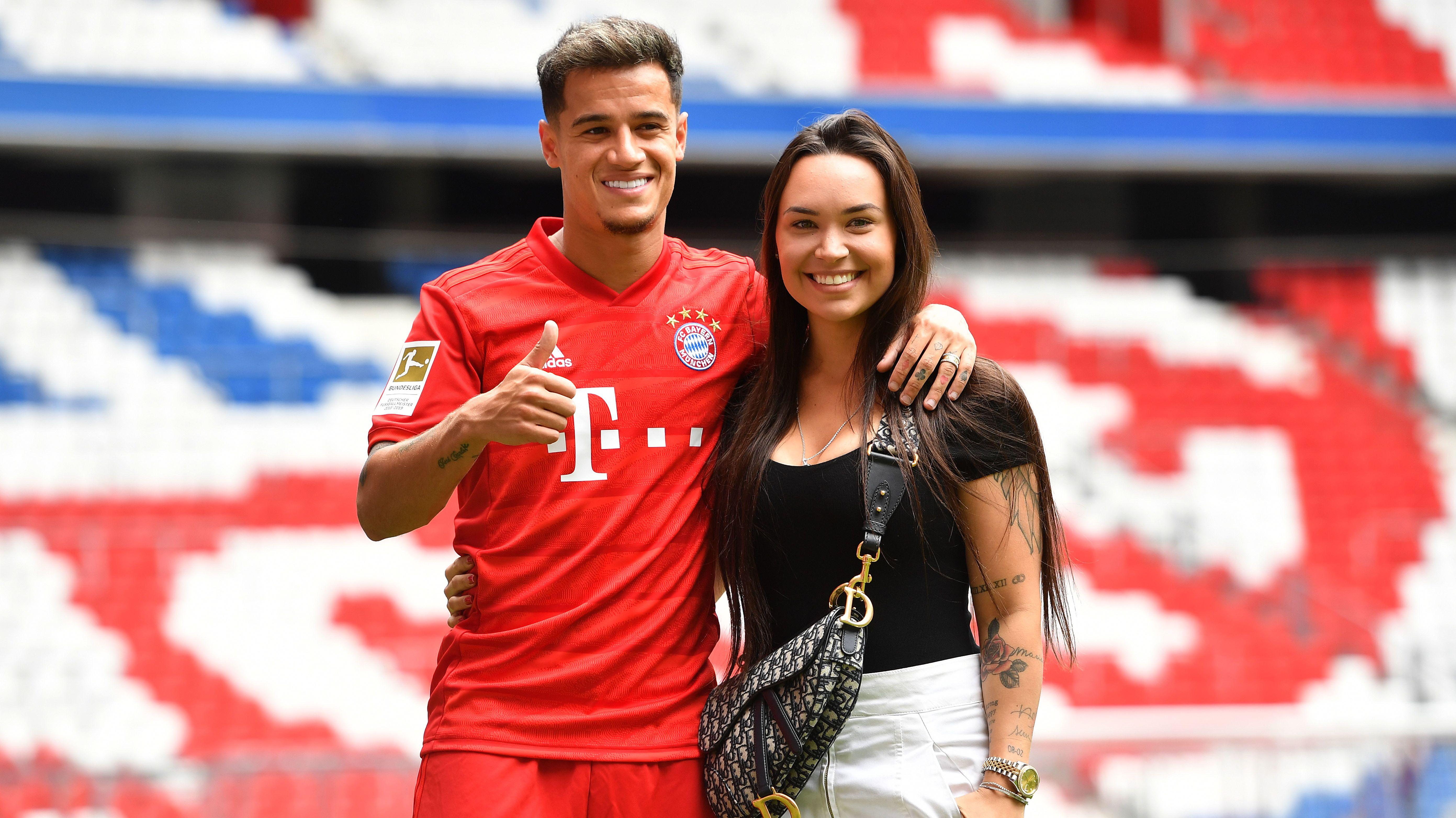 Philippe Coutinho und Ehefrau Aine in der Münchner Allianz Arena
