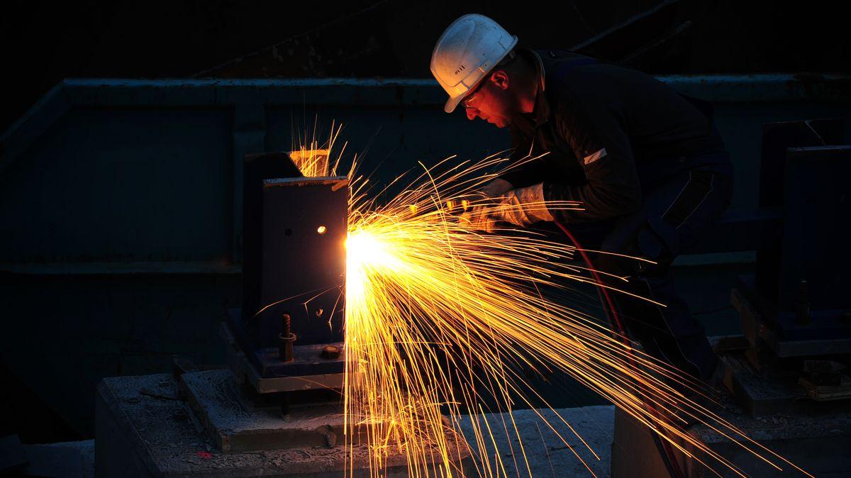 Ein Viertel aller Handwerksbetriebe denkt nach, wegen der Corona-Pandemie weniger Ausbildungsplätze anzubieten.