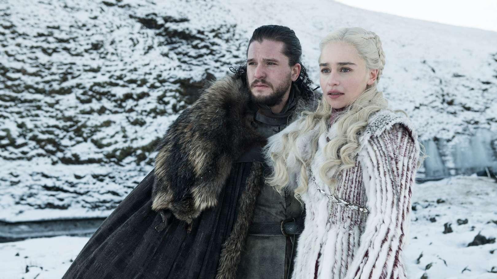 "Szene aus der Serie ""Game of Thrones"": Jon Snow (Kit Harrington) steht neben Daenerys Targaryen (Emilia Clarke)"