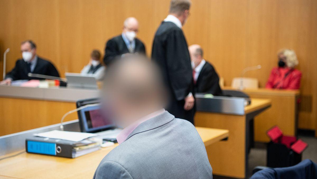 Angeklagte im Gerichtssaal