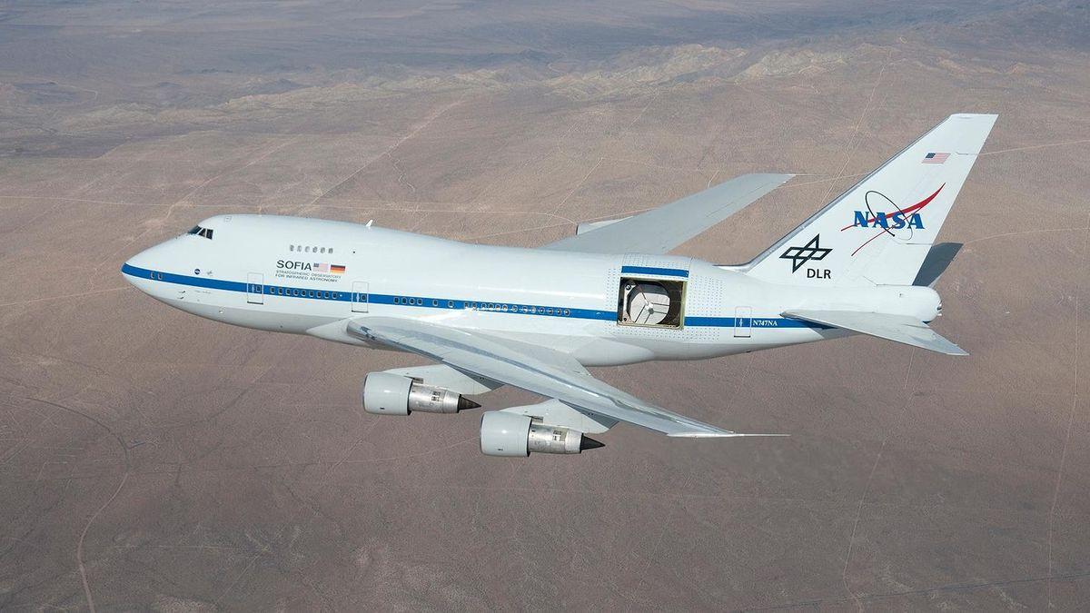 Teleskop im Heck eines 474 Jumbo-Jets.