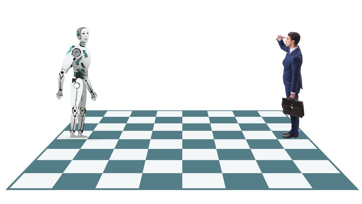 Roboter und Mensch auf Schachfeld