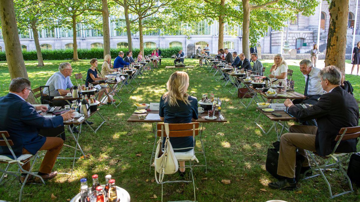 Kabinettssitzung im Hofgarten