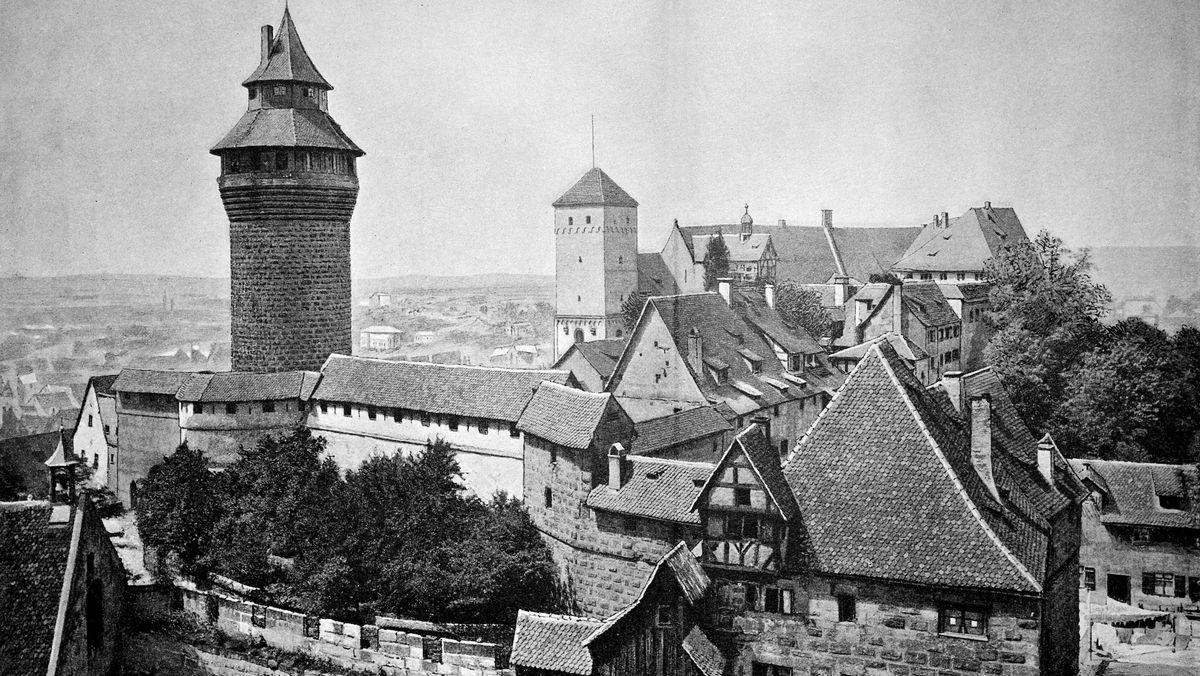 Die Nürnberger Burg im 19. Jahrhundert in schwarz-weiß.